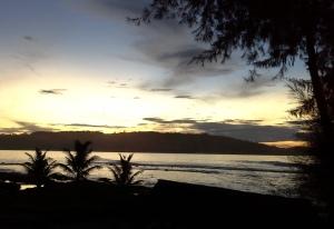 sunrise-pantai-sorake-teluk-dalam-nias-surfing